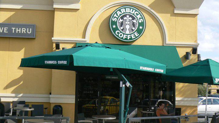 Poggesi USA Starbucks Outdoor Umbrella Cantilever