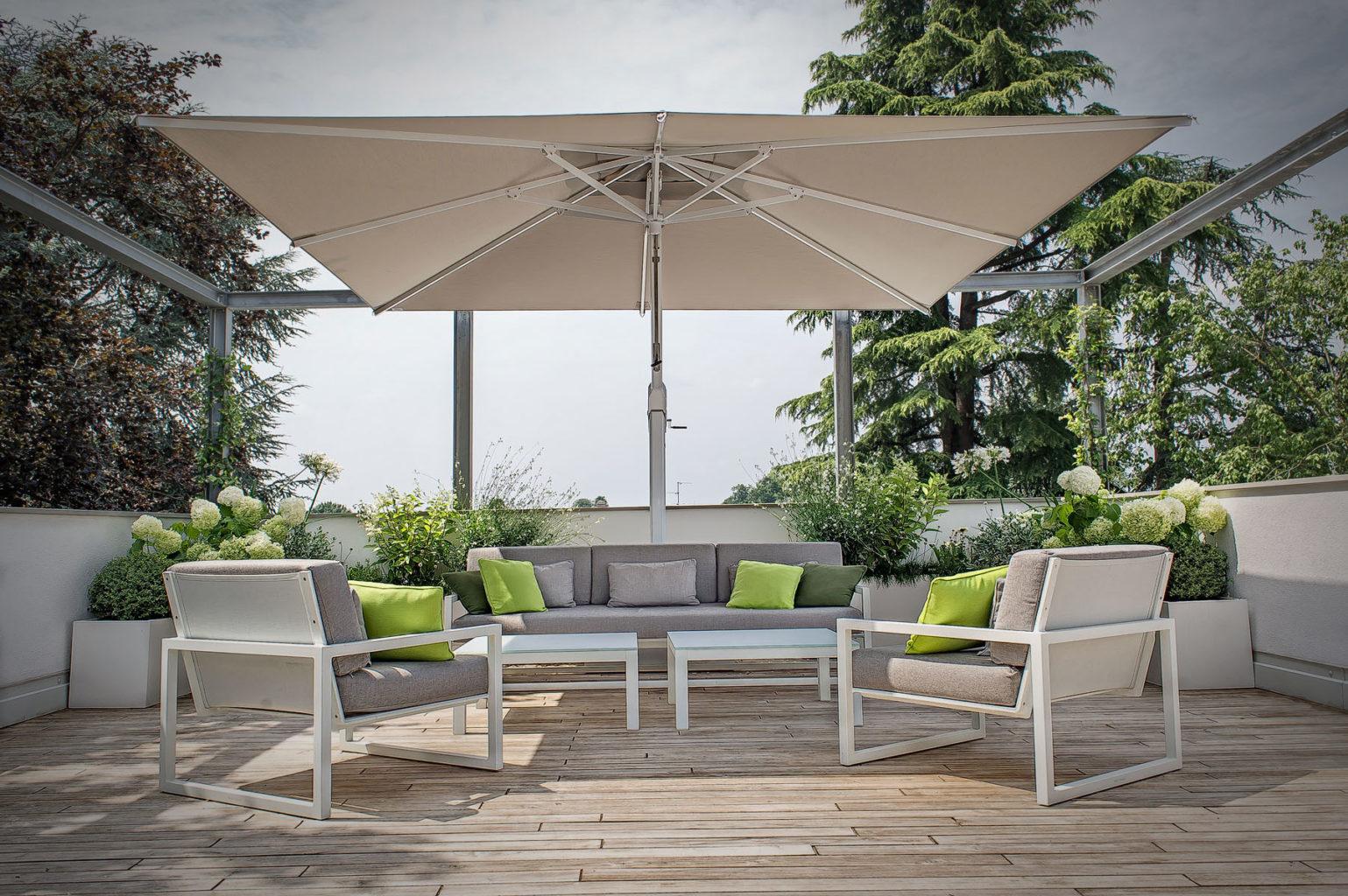 25 Inspirational Ideas to Create a Luxury Resort Style Backyard, poggesi usa king umbrella 01 1